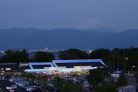 双葉SA夕闇の富士山