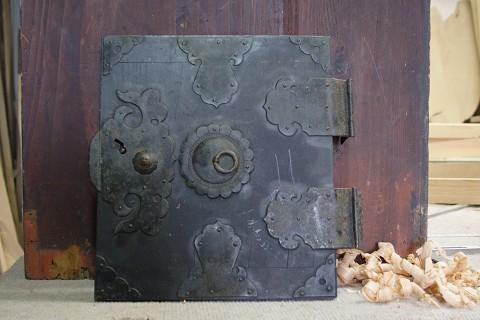 箪笥の顔 開き戸の飾り金具