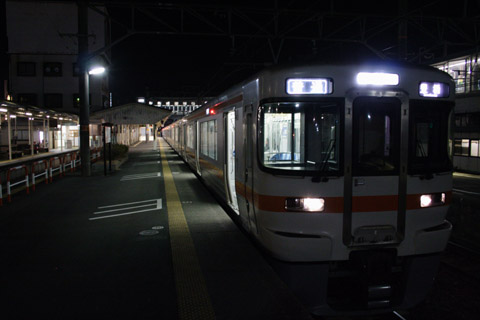 toukaidou line local train_110205.jpg