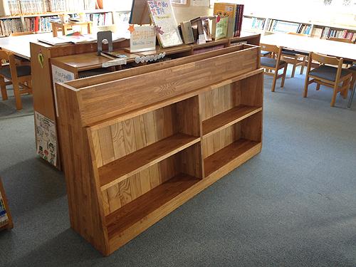 小学校図書室の本棚(書架)
