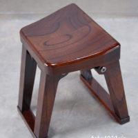 尺八奏者の椅子